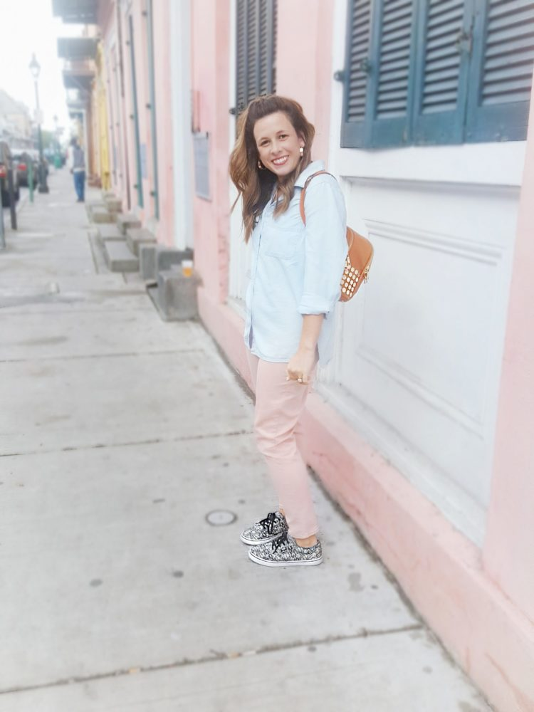 The Perfect Travel Tourist Errand Outfit Chambray Shirt Blush Denim Jeans