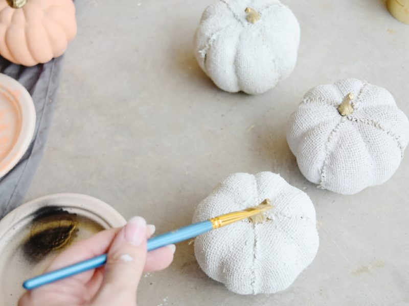 DIY painted pumpkins easy fall centerpiece how to paint pumpkins