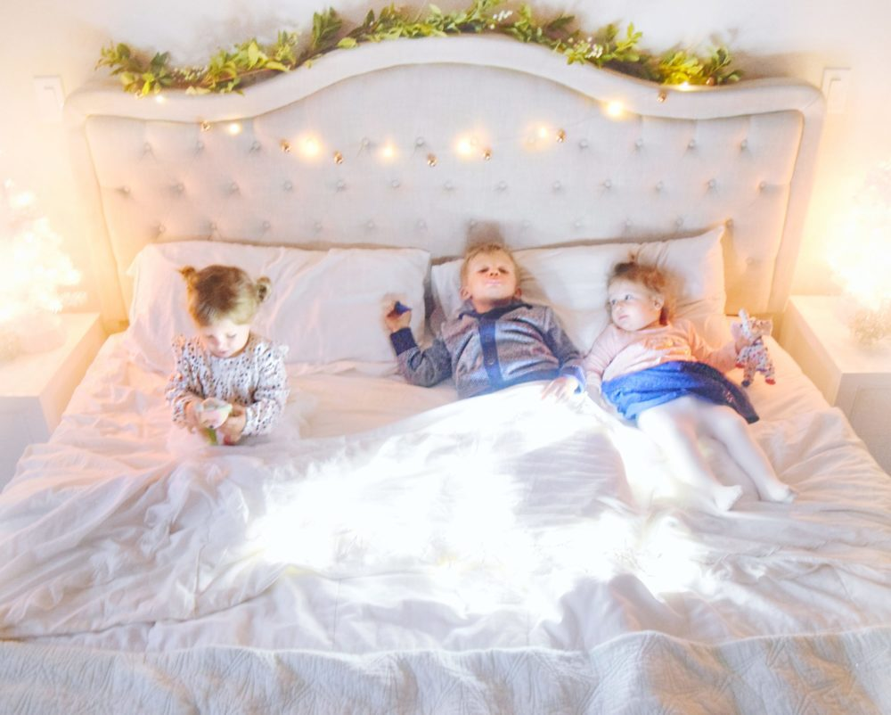 Twinkle Light Christmas Pictures perfect family holiday photo ideas