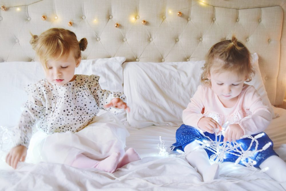 Twinkle Lights Holiday Pictures Ideas for Family Pictures