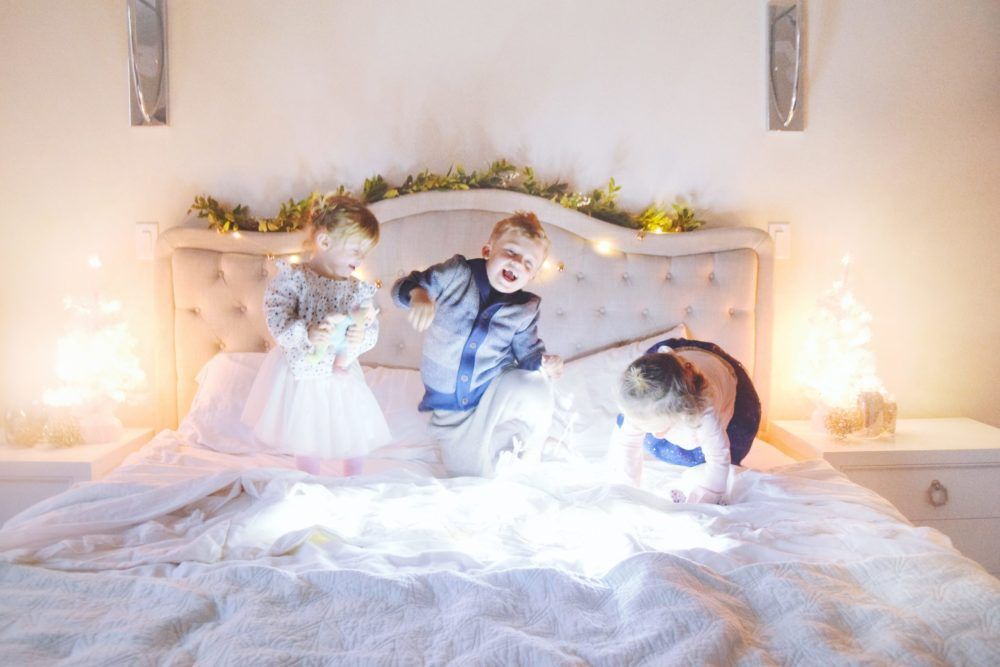Twinkle Lights Holiday Pictures family photo ideas in bed