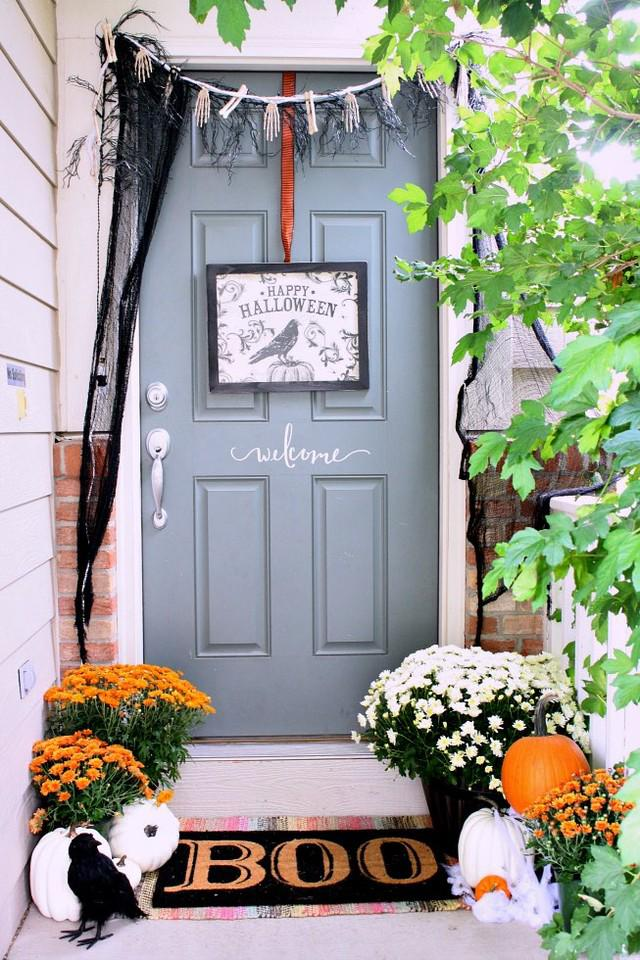 8 Creative Halloween Decorating Ideas For your Home Outdoor Decor for a Fun Halloween Porch