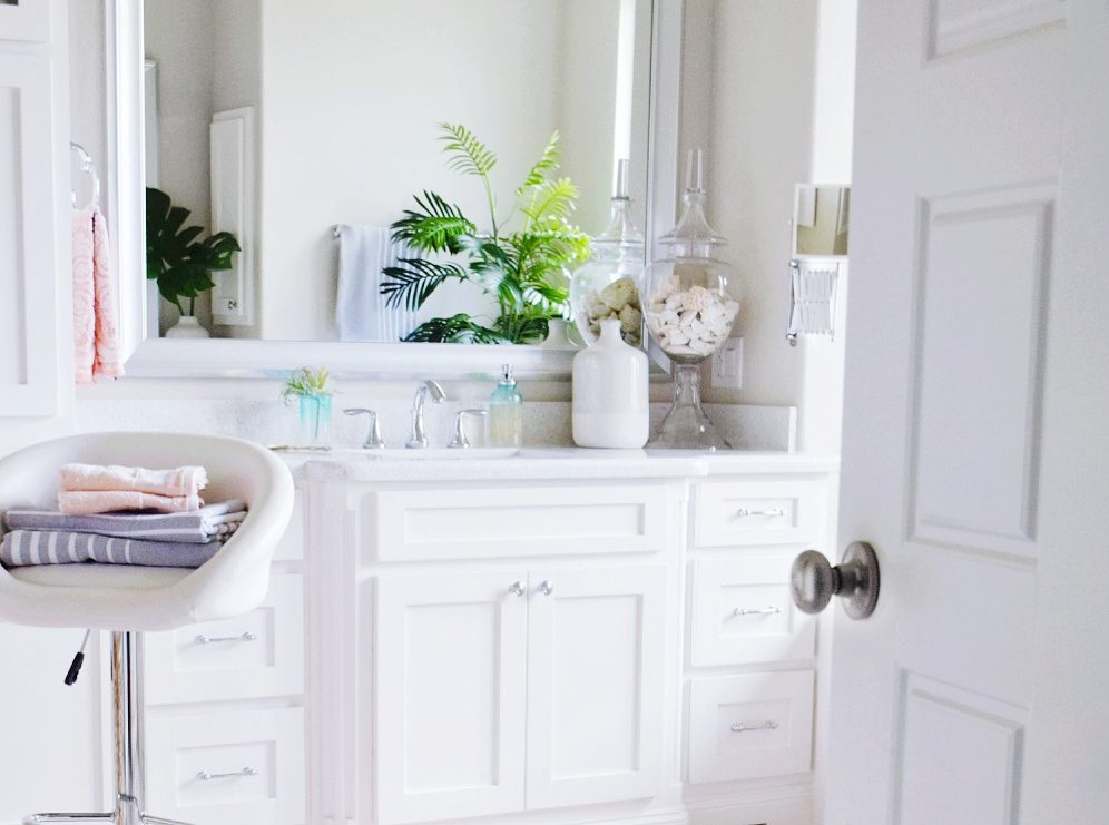 Beautiful Master Bathroom Refresh Affordable Decorating Tips and Ideas How to Decorate a Modern and Stylish Master Bathroom Fresh Chic Master Bath Decor Ideas