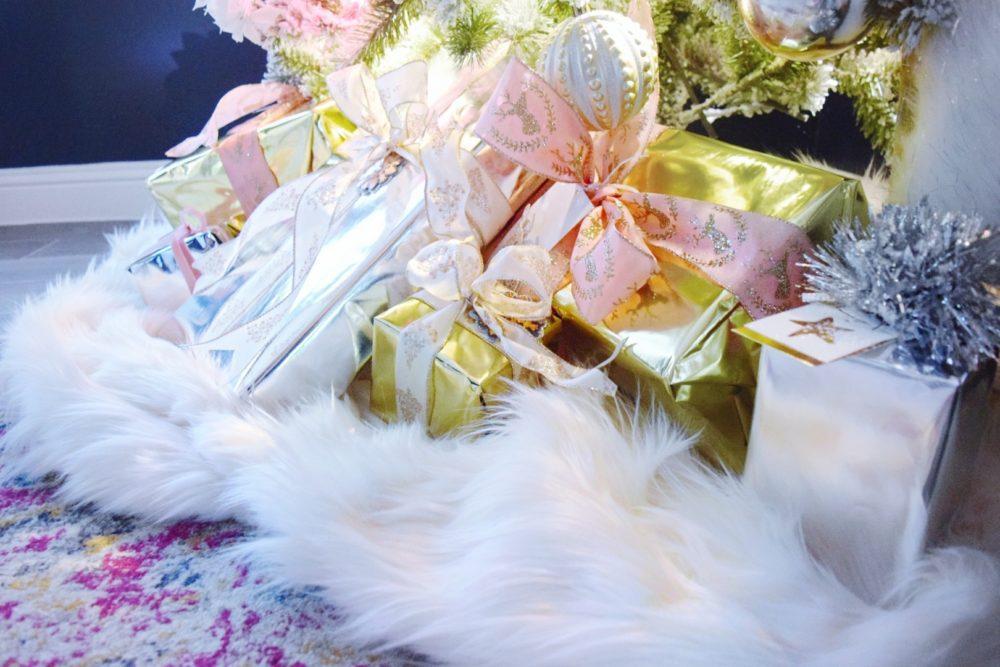 DIY NO-SEW FAUX FUR TREE SKIRT blush husky faux fur throw blanket and christmas tree skirt