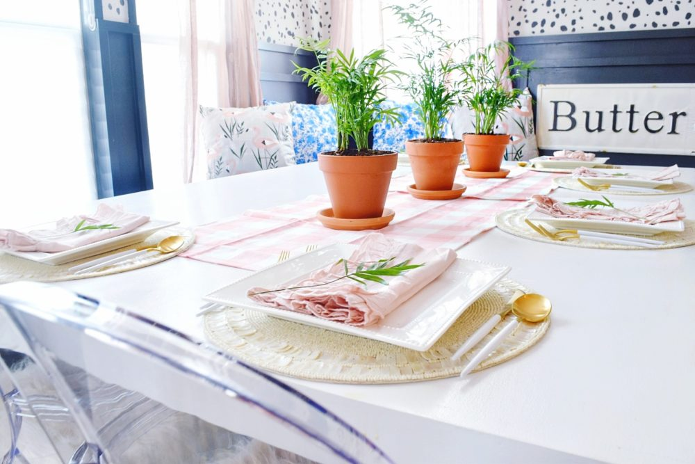 modern coastal breakfast nook design with fresh spring decorating ideas