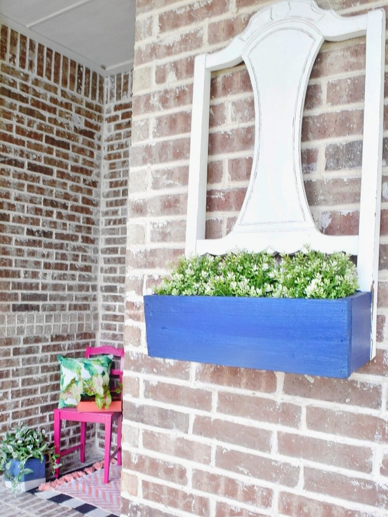 front porch plant wall hanging with outdoor decor