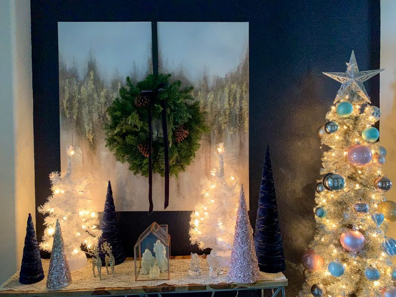 christmas table decor in entryway