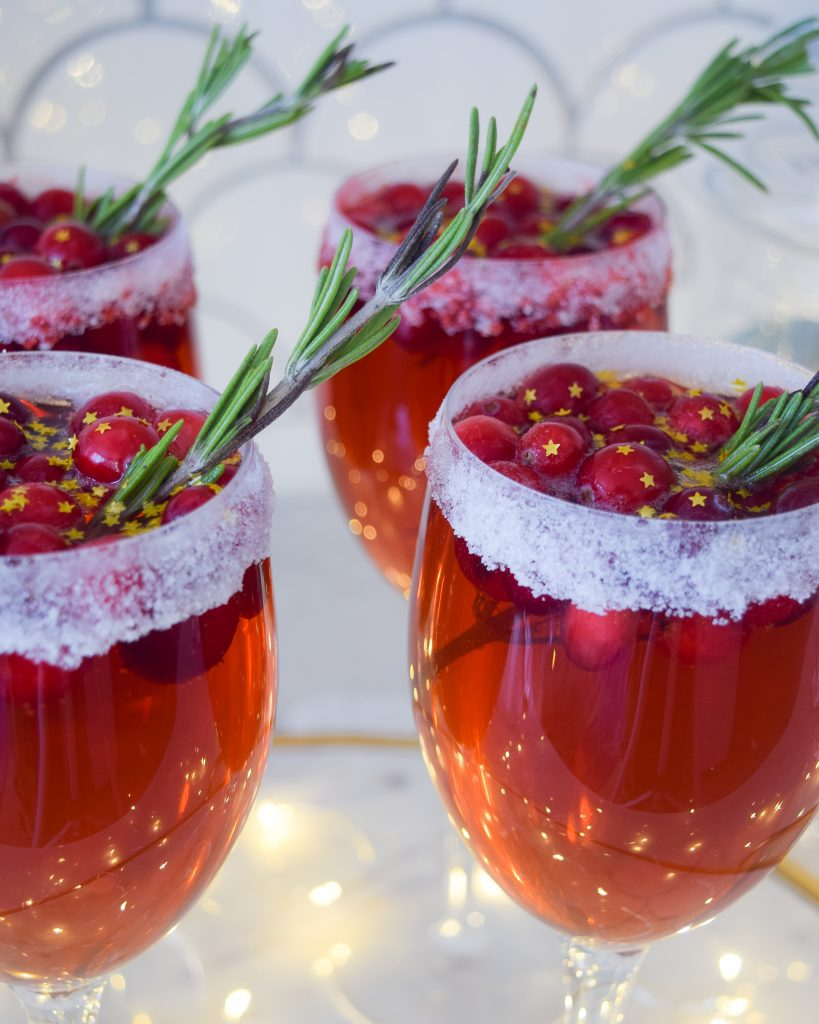 christmas cocktails with champagne and cranberry