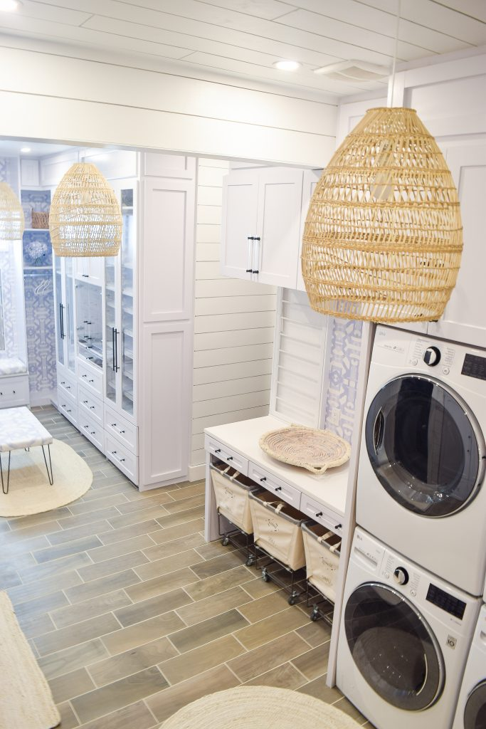 Walk In closet / laundry room combo idea