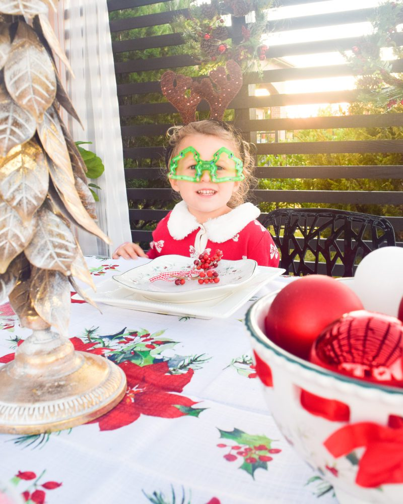 Outdoor Christmas table decorations