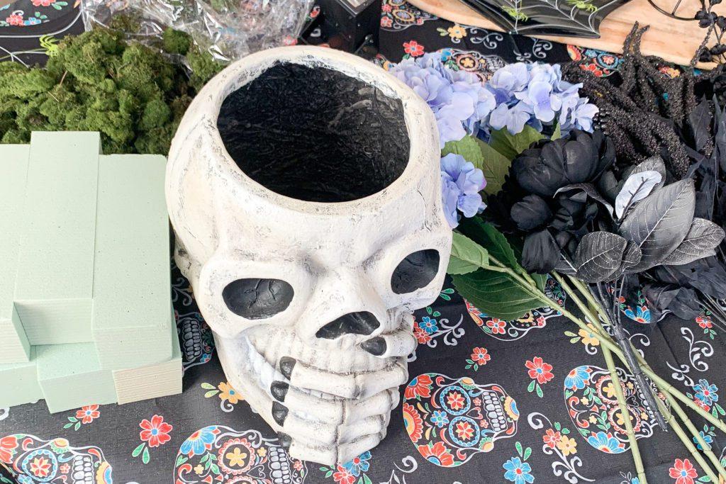 DIY Halloween flower arrangement